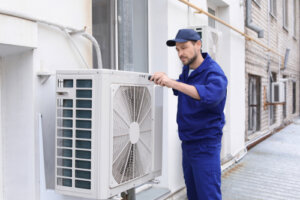 What should you set your air conditioner on in the summer